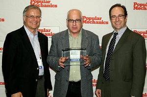 Green Earth Technologies' G-Oil Motor Oil Honored with Editor's Choice Award Left to right: Bill Congdon, Publisher, Popular Mechanics; Mathew Zuckerman, Ph.D. President and CEO, Green Earth Technologies, Inc.; Jim Meigs, Editor-in-Chief, Popular Mechanics. (Photo: Business Wire)
