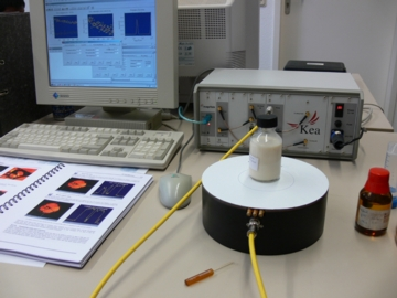 A portable magnetic resonance spectrometer (back right) allows investigations to be performed in the field. The magnet is housed in the circular base (in the foreground).