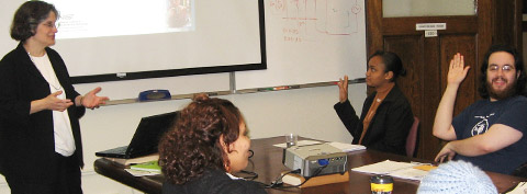 Gail Porter presenting during the 2007 intersession course �Science writing for scientist and engineers�. Credit: Mary Spiro/JHU