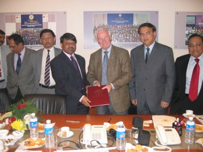 Dr. Parag Diwan, Vice Chancellor, UPES(R) and Dr. David Johnston, President, UW (L) while Signing the MOU