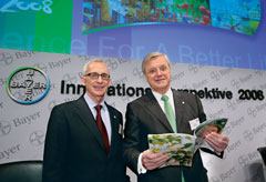 "Werner Wenning, Chairman of the Board of Management of Bayer AG (right) and Dr. Wolfgang Plischke, the Board member responsible for research, open the press forum ""Bayer's Perspective on Innovation 2008"" in Leverkusen."