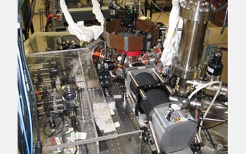 Mark Saffman's laboratory, showing the vacuum chamber and camera used to detect single atoms.