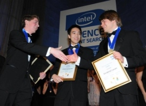 Eric Larson (right), 17, of Eugene, Ore., wins top honors at the 2009 Intel Science Talent Search and a $100,000 scholarship from the Intel Foundation. Larson congratulates second and third place winners William Sun (middle), 17, of Chesterfield, Mo., who received a $75,000 scholarship, and Philip Streich (left), 18, of Platteville, Wis., who received a $50,000 scholarship in America's oldest and most prestigious science competition. (Photo: Business Wire)