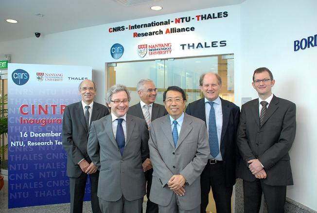Strengthening the collaborative R&D relationship between Singapore and France. Front row, from left: His Excellency Mr Olivier Caron, Ambassador of France to Singapore; and Dr Su Guaning, President NTU. Back row, from left: Mr Pierre Guillon, Director, Institute for Engineering and Systems Science, CNRS; Mr Patrick Plante, Chief Executive Officer, Thales Technology Centre Singapore; Professor Bertil Andersson, Provost NTU; and Professor Dominique Baillargeat, Director CINTRA.