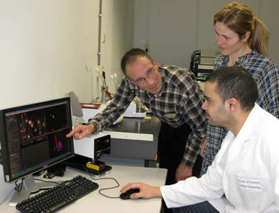 Professor Wim Jiskoot with Andrea Hawe and Vasco Filipe at Leiden University discuss results from the NanoSight LM20 system.