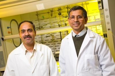 Raghuraman Kannan (left), and Kattesh Katti, faculty members in the department of radiology at the University of Missouri, have discovered gold nanoparticles that could be used to treat a variety of cancers. Credit: University of Missouri