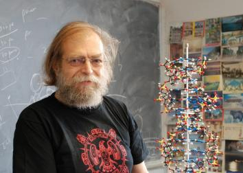 New York University Chemist Nadrian Seeman has been awarded the 2010 Kavli Prize in Nanoscience for his creation of robotic devices that have the potential to create new materials a billionth of a meter in size. Photo credit: Mike Summers