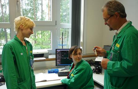 Dr Holger Stephan of the Forschungszentrum Dresden-Rossendorf with two of his team, Anja H�hle & Madlen Matterna