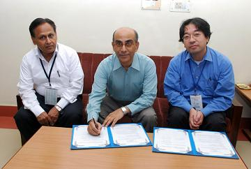 From left: Dr. Devesh Kumar Avasthi (IUAC, Group Leader of Materials Science & Radiation Biology), Dr. Amit Roy (IUAC, Director), and Dr. Hiroshi Amekura (NIMS, Senior Researcher).
