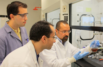 Professor Manuel Perez works with students in his lab. Photo: Courtesy of Manuel Perez