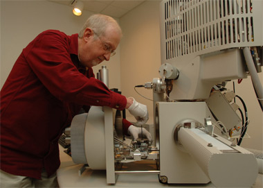 House keeping -- John Bozzola, director of the Integrated Microscopy and Graphics Expertise center at Southern Illinois University Carbondale, works with the University's new analytical high-resolution scanning electron microscope. The new, half-million dollar device, paid for by the National Science Foundation, will help many researchers see and study objects down to 1 nanometer in size while providing startling 3-D images as well. (Photo by Jeff Garner)