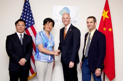 From left to right: Jinhua Ma, the Director of the Rugao Economic Development Zone Management Committee in Jiangsu province, Huijuan Chen, the Vice Mayor of the Nantong City Municipal Peoples' Government in Rugao province, Governor Rick Scott (R-FL), Dean Minardi, chief financial officer of Bing Energy, Inc.