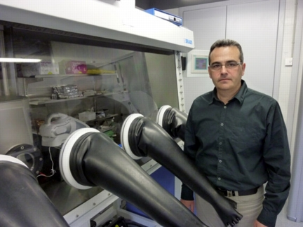 Researcher Germ� Garcia at the University lab