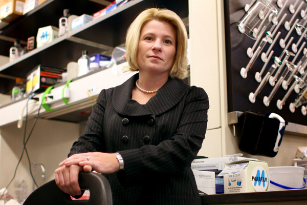 Pharmacy professor Shana Kelley's creative nanotechnology research has earned her the 2011 Steacie Prize. (Pharmacy photo)