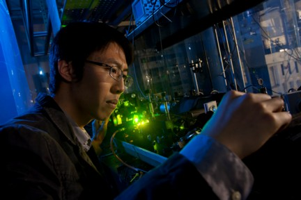 Rice University graduate student Shuzhen Ye used an ultraviolet laser to create a Rydberg atom in order to study the orbital mechanics of electrons.