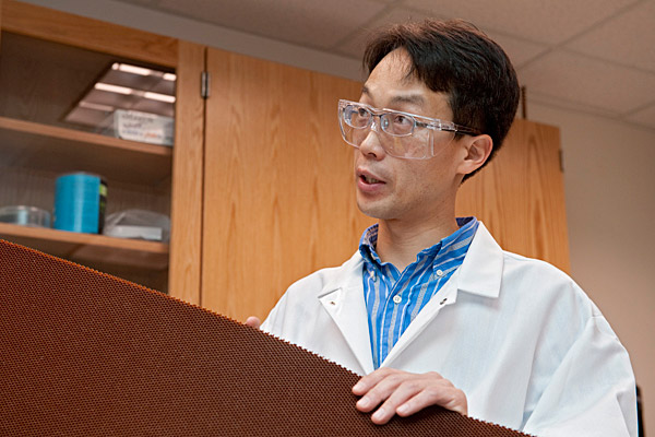 Jonghwan Suhr at work in his laboratory.
