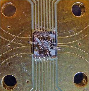 The quantum circuit used in the demonstration is a 3mm x 3mm chip with a 1mm x 1mm diamond in the middle. Credit: Delft University of Technology/UC Santa Barbara.