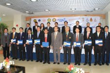 The minister of S&T with members of CoE and NANOTEC