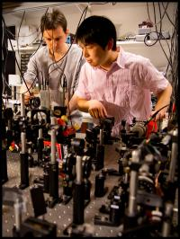 Daniel Salart Subils, postdoc, and Ph.D. student Heng Shen are working on the experiments in the Quantum Optics Lab at the Niels Bohr Institute.