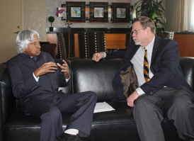 Kalam and Hopkins discuss joint statement at the 2013 International Space Development Conference (ISDC).