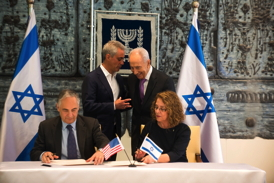 BGU President Prof. Rivka Carmi and UChicago President Prof. Robert Zimmer sign a water research agreement in the presence of President Shimon Peres of Israel and Mayor Rahm Emanuel, City of Chicago, on Sunday June 23, 2013 at the President's Residence in Jerusalem.