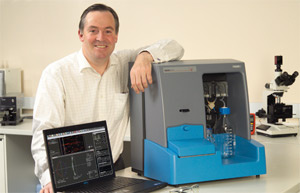 NanoSight CEO, Jeremy Warren, with the flagship NS500 NTA system