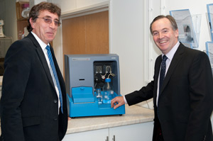 CEOs Paul Walker of Malvern and Jeremy Warren of NanoSight with the NS500 NTA system.