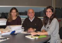 From left to right, this is Maria Mittelbrunn , Ph.d., Dr. Francisco Sánchez- Madrid and Carolina Villaroya.