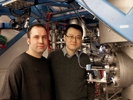 The first to move an atom inside a crystal: Alexander Weismann and Hao Zheng in front of the scanning tunneling microscope