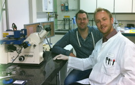 Mike W�lte and Dr Florian T Ludwig (white coat) with the JPK CellHesion� 200 system at the University of M�nster