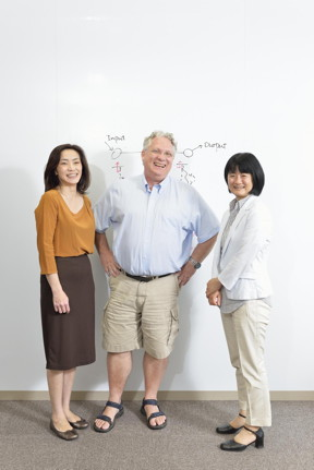 Prof. Chikako Uchiyama (right), Dr. William J. Munro (center), Prof. Kae Nemoto (left) discussing quantum transport.