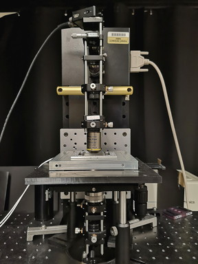 A new type of microscope from Purdue University stacks the reference object and the one being examined on top of each other, instead of the conventional approach of having them side by side. (Image provided)