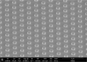 An electron microscope image shows an array of thermal light emitters created by Rice University engineers. The emitters are able to deliver highly configurable thermal light. (Credit: The Naik Lab/Rice University)