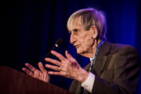 Freeman Dyson speaking at the National Space Society's International Space Development Conference® in 2018. Credit: NSS/Keith Zacharski